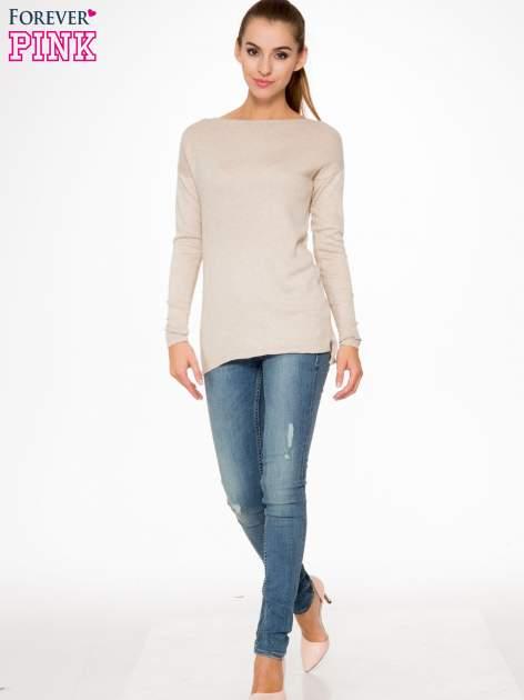 Beżowy sweter z dłuższym tyłem i rozporkami po bokach                                  zdj.                                  2