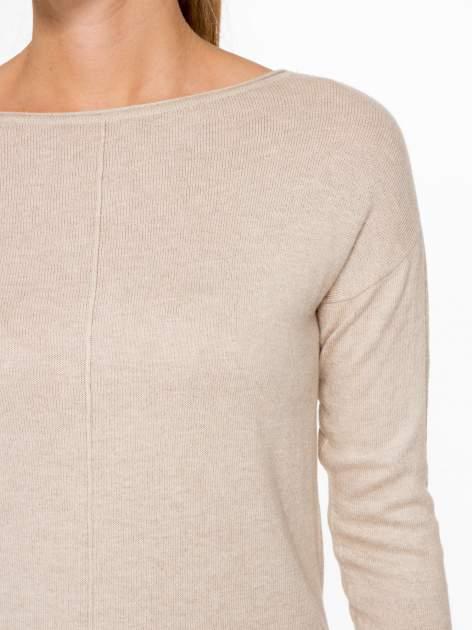 Beżowy sweter z dłuższym tyłem i rozporkami po bokach                                  zdj.                                  6
