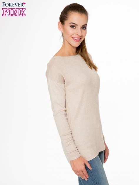Beżowy sweter z dłuższym tyłem i rozporkami po bokach                                  zdj.                                  3