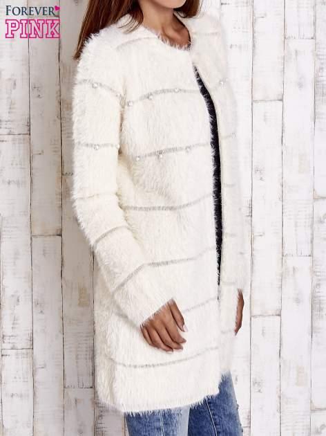Beżowy sweter z koralikami shamballa                                  zdj.                                  4