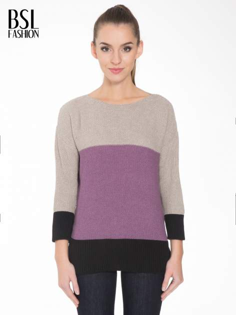Beżowy sweter z modułami przeplatany błyszczącą nicią                                  zdj.                                  1