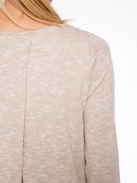 Beżowy sweter z rozcięciem z tyłu                                  zdj.                                  8