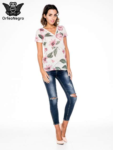 Beżowy t-shirt z nadrukiem all over floral print                                  zdj.                                  2