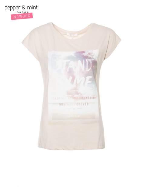 Beżowy t-shirt z napisem STAND BY ME                                  zdj.                                  2