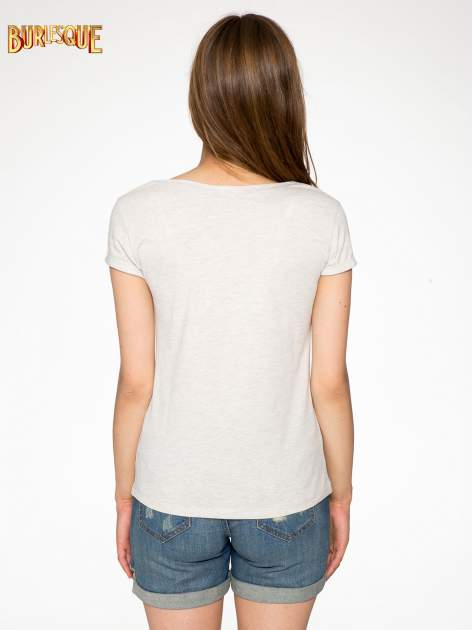 Beżowy t-shirt z napisem YOU DECIDE i cekinami                                  zdj.                                  4