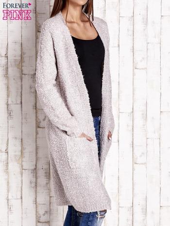 Beżowy wełniany sweter bouclé z kieszeniami                                  zdj.                                  3