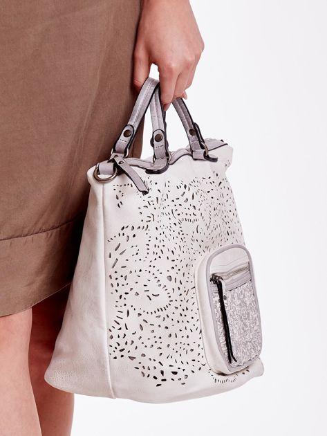 Biała ażurowa torba z plecioną kieszonką                              zdj.                              3