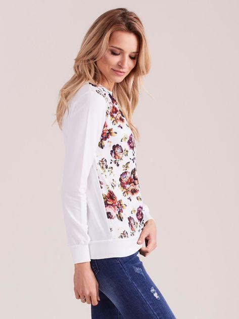 Biała bluza vintage z nadrukiem kwiatów                              zdj.                              3