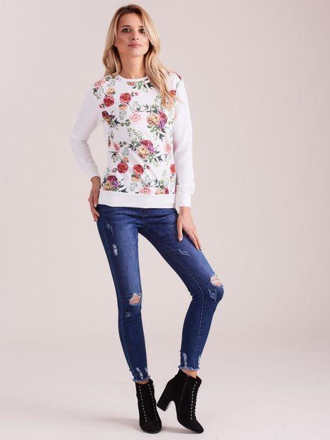 Biała bluza z nadrukiem kwiatów                              zdj.                              4