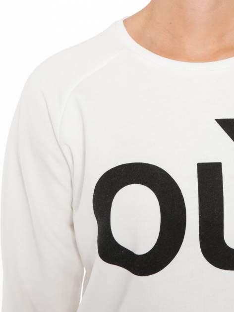 Biała bluza z nadrukiem tekstowym OÙI                                  zdj.                                  5