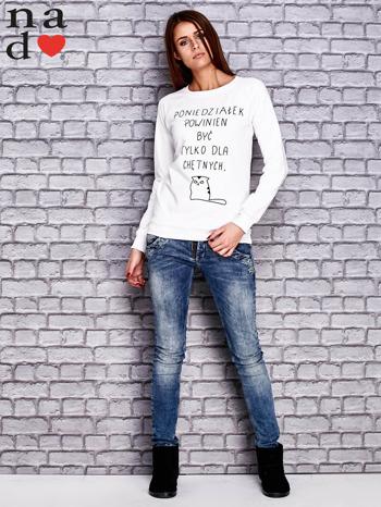 Biała bluza z napisem PONIEDZIAŁEK POWINIEN BYĆ TYLKO DLA CHĘTNYCH                                  zdj.                                  2