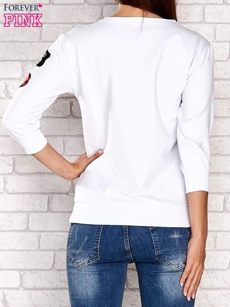Biała bluza z naszywkami na rękawie                                  zdj.                                  4