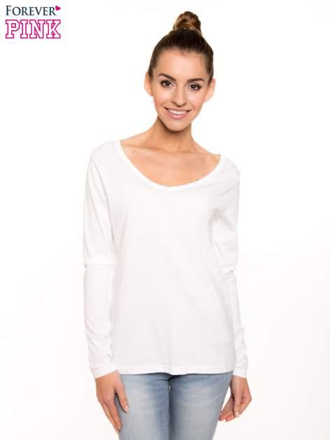 Biała bluzka basic z dekoltem w serek                                  zdj.                                  1