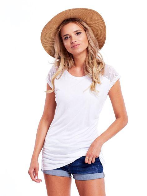 Biała bluzka damska z ażurowaniem na rękawach                              zdj.                              1