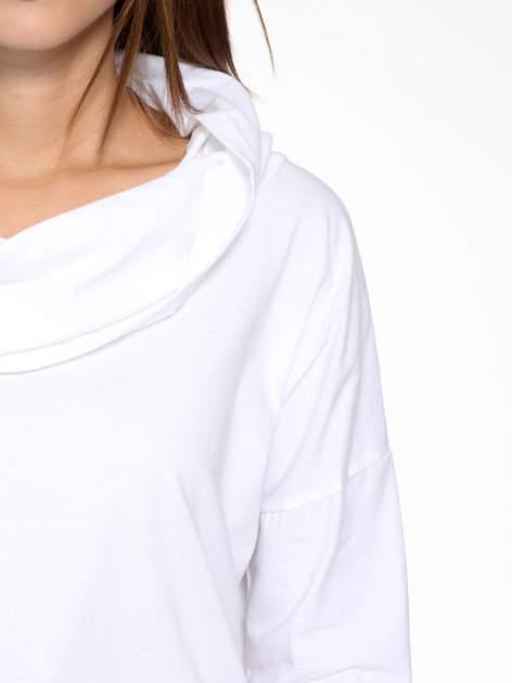 Biała bluzka dresowa z kołnierzokapturem i ściągaczem na dole                                  zdj.                                  7