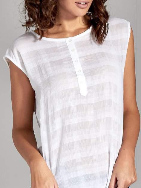Biała bluzka koszulowa w kratę z guziczkami                                  zdj.                                  5