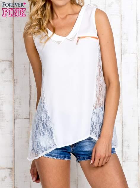 Biała bluzka koszulowa z koronkowymi wstawkami na bokach