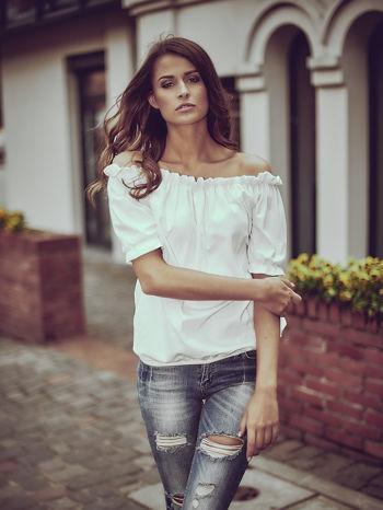 Biała bluzka z hiszpańskim dekoltem