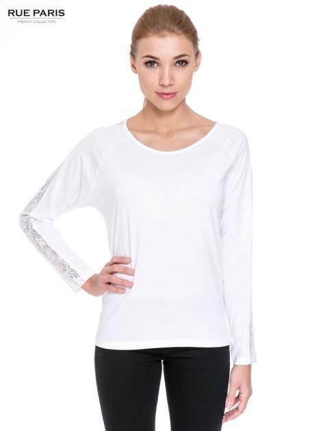 Biała bluzka z koronkową wstawką wzdłuż rękawów                                  zdj.                                  1