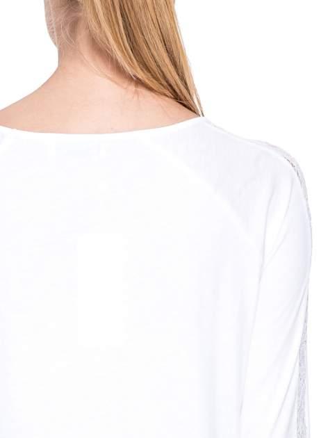 Biała bluzka z koronkową wstawką wzdłuż rękawów                                  zdj.                                  6
