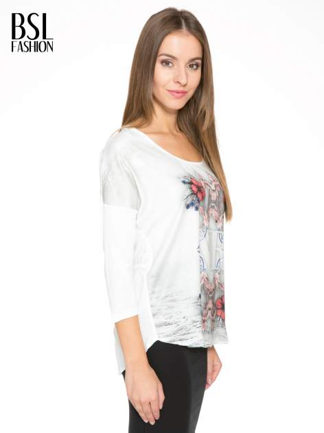 Biała bluzka z kwiatowym ornamentem i rękawami 3/4                                  zdj.                                  3