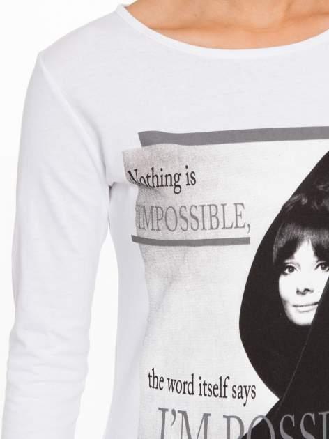 Biała bluzka z nadrukiem Audrey Hepburn                                  zdj.                                  6