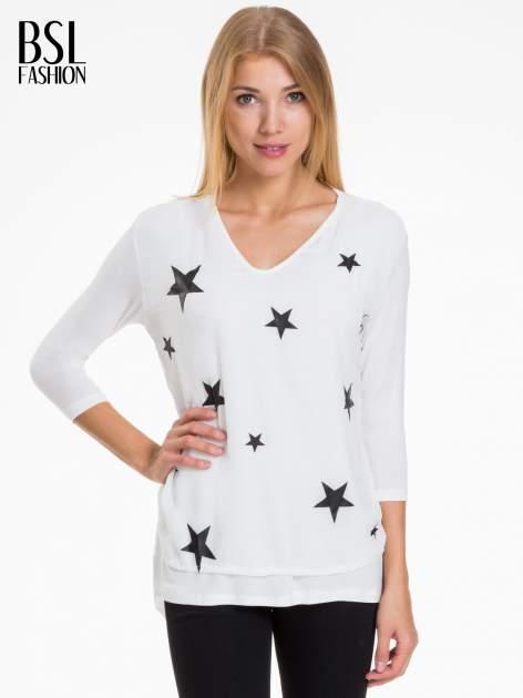 Biała bluzka z nadrukiem czarnych gwiazdek