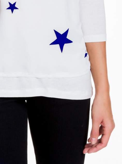 Biała bluzka z nadrukiem granatowych gwiazdek                                  zdj.                                  6