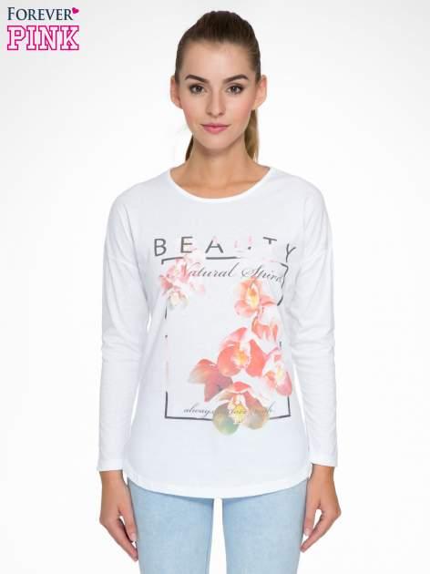 Biała bluzka z nadrukiem kwiatowym i napisem BEAUTY                                  zdj.                                  1