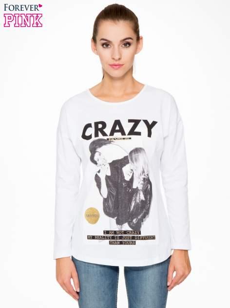 Biała bluzka z napisem CRAZY i nadrukiem fashionistek