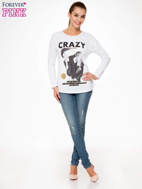 Biała bluzka z napisem CRAZY i nadrukiem fashionistek                                  zdj.                                  2