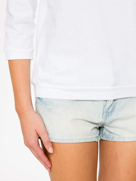 Biała bluzka z rękawem 3/4 i lekkim ściągaczem na dole                                  zdj.                                  7