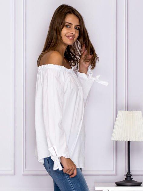 Biała bluzka z wiązaniami na rękawach                                  zdj.                                  3
