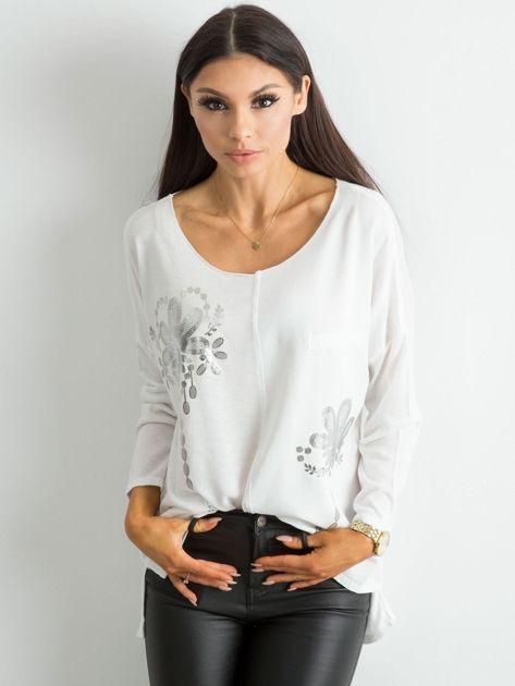 Biała damska bluzka z nadrukiem                              zdj.                              1