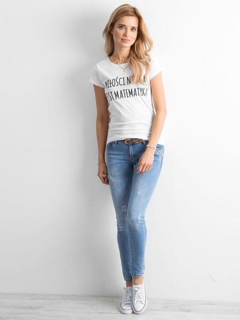 Biała damska koszulka z napisem                              zdj.                              4