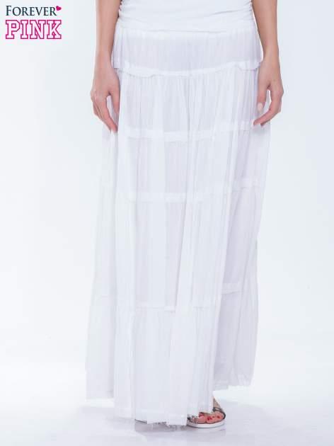 Biała długa spódnica maxi w stylu boho