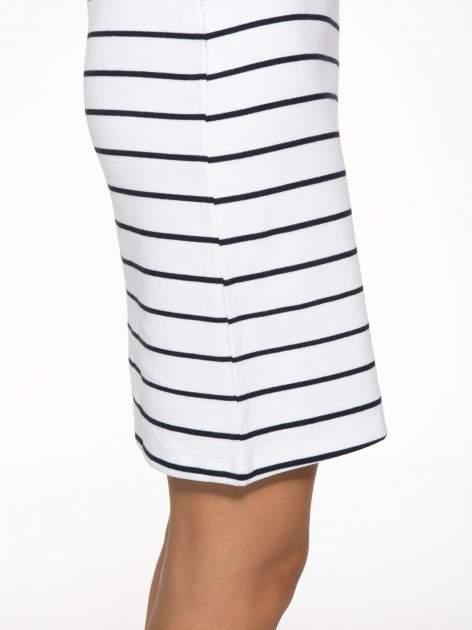 Biała dopasowana sukienka w paski z rozporkiem na dole                                  zdj.                                  10