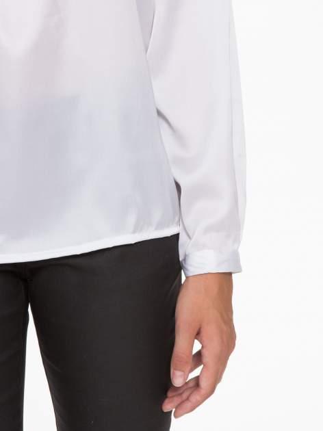 Biała elegancka atłasowa koszula z zakładkami przy dekolcie                                  zdj.                                  8