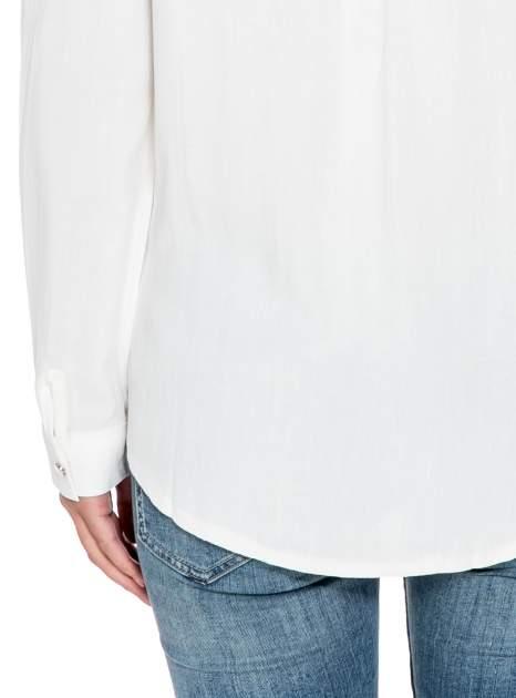 Biała elegancka koszula z suwakami i napami                                  zdj.                                  8
