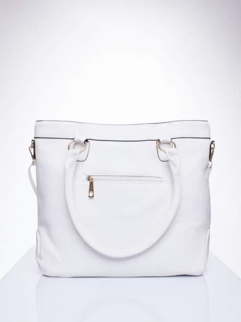 Biała fakturowana torebka z klamerkami                                  zdj.                                  3