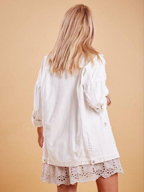 Biała jeansowa kurtka z perełkami                              zdj.                              2