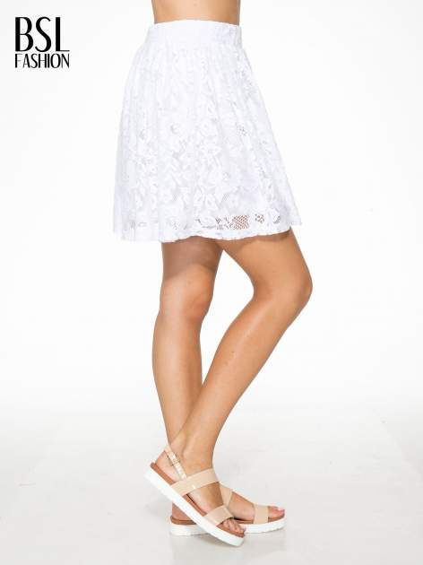 Biała koronkowa mini spódniczka na gumkę                                  zdj.                                  3