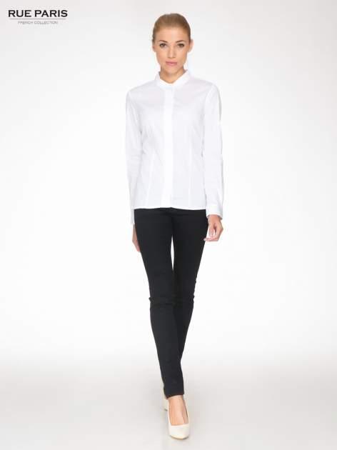 Biała koszula damska z ozdobną listwą                                  zdj.                                  2