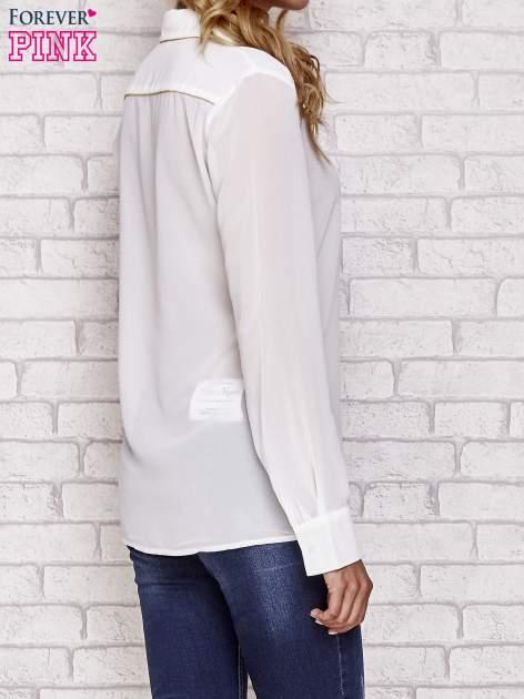 Biała koszula mgiełka z ozdobnym obszyciem                                  zdj.                                  2