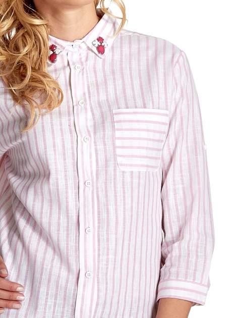Biała koszula w jasnoróżowe prążki z aplikacją na kołnierzyku                                  zdj.                                  6