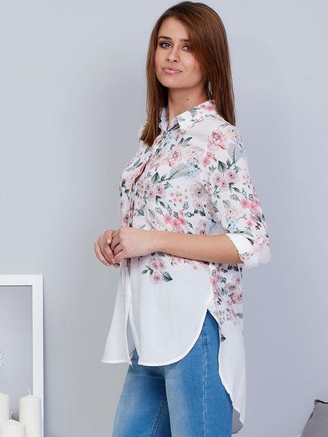 Biała koszula w kwiaty z dłuższym tyłem                              zdj.                              3