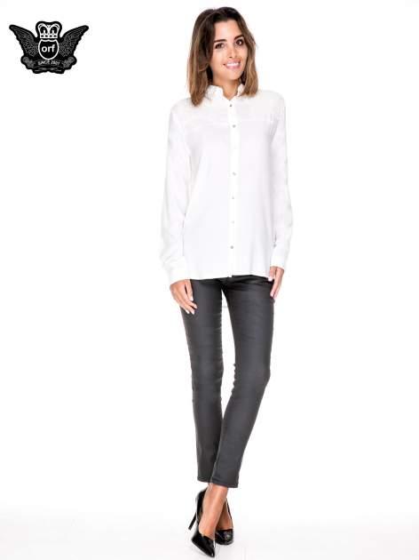 Biała koszula z aplikacją gwiazd na ramionach                                  zdj.                                  2
