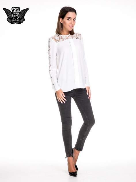 Biała koszula z gipiurą                                  zdj.                                  2