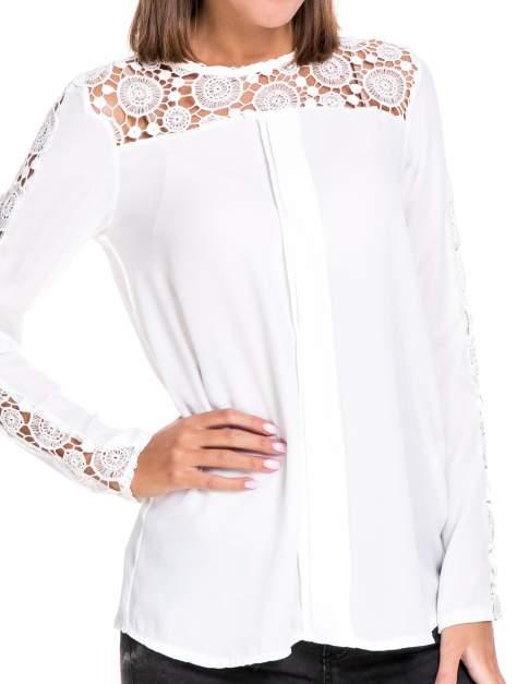 Biała koszula z gipiurą                                  zdj.                                  5