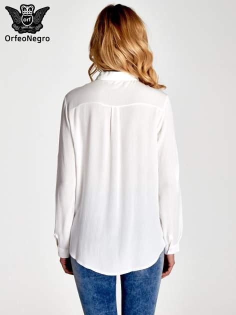 Biała koszula z kołnierzykiem zdobionym kamieniami                                  zdj.                                  4